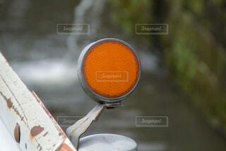 ガードレール用視線誘導標の反射板の写真・画像素材[3980120]