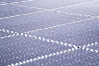 海浜のソーラーパネル 太陽光発電の写真・画像素材[3982206]