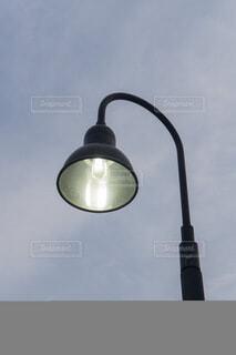 夕暮れ 街路灯の写真・画像素材[4188403]