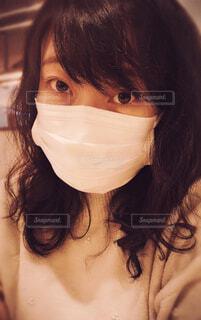 マスクをつける女性 ポートレートの写真・画像素材[4248775]
