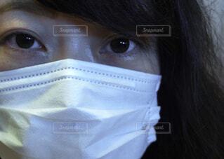 マスクをつける女性 ポートレートの写真・画像素材[4321746]