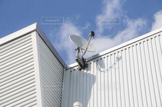 衛星アンテナ 屋根の写真・画像素材[4443343]