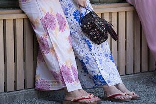 浴衣の女性の下半身 休憩中の写真・画像素材[4465678]