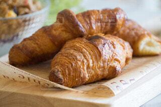 クロワッサンの朝食の写真・画像素材[4665424]