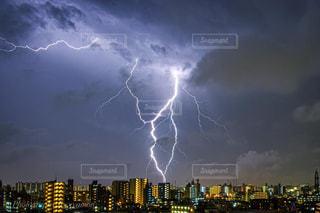 都市の上空の雲の群の写真・画像素材[3175583]