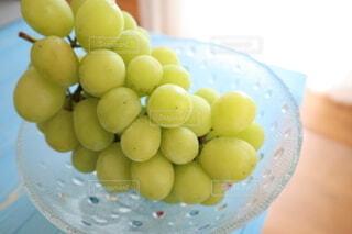 皿の上に果物のボウルの写真・画像素材[3685832]