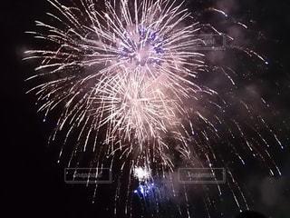 空の花火の写真・画像素材[3138522]