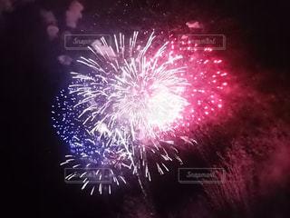 空の花火の写真・画像素材[3138526]
