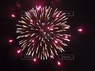 空の花火の写真・画像素材[3138525]