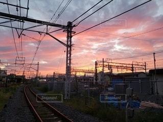 夕暮れ時の線路の写真・画像素材[3127229]