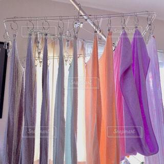 部屋干しの洗濯物の写真・画像素材[1232157]