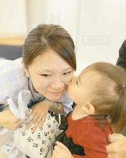 キスをしている女の子の写真・画像素材[3240246]