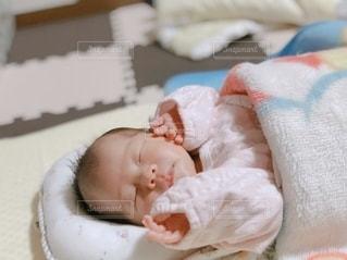 眠っている赤ちゃんの写真・画像素材[3240247]