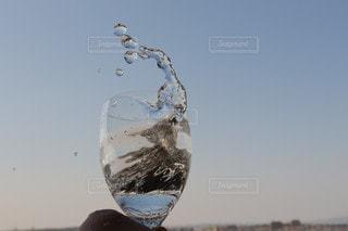 青い空のグラスの写真・画像素材[3133187]