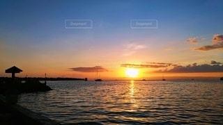 海に沈む夕日の写真・画像素材[3133462]