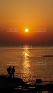 海に沈む夕日の写真・画像素材[3153173]