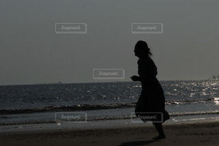 砂浜で遊ぶの写真・画像素材[3153174]