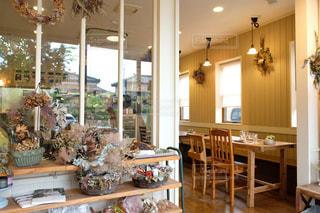 ドライフラワーに溢れているカフェの写真・画像素材[3134772]