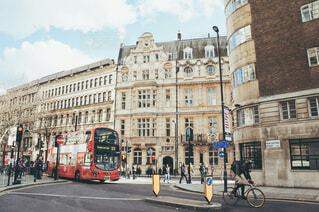 ロンドンを走る2階建バスの写真・画像素材[3619364]