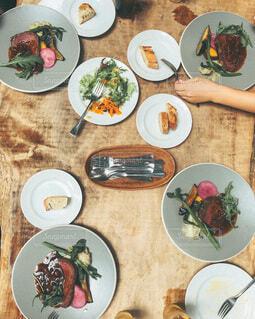 大人数での食事の写真・画像素材[4181366]