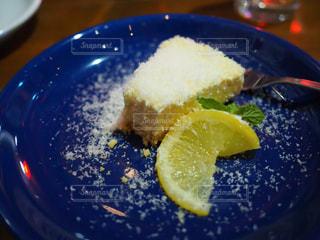 食べかけのチーズケーキの写真・画像素材[1218523]