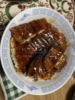 自宅で食べるうな丼の写真・画像素材[4683859]
