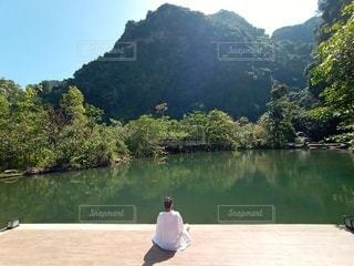 大自然に囲まれて瞑想の写真・画像素材[3153193]
