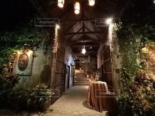 イポー バンジャランの洞窟レストランの写真・画像素材[3153208]
