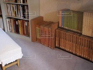 本棚の古書の写真・画像素材[3396662]