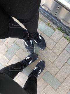 歩道に立っている人の写真・画像素材[3144177]