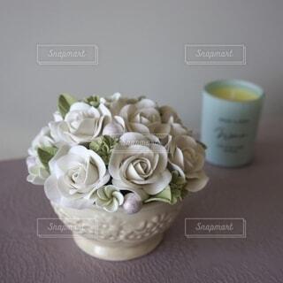 白バラのアレンジメントの写真・画像素材[4150174]