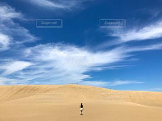 広大な砂丘と空の写真・画像素材[3332000]
