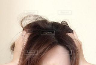 女性の頭のクローズアップの写真・画像素材[3501177]