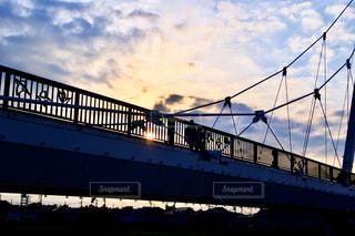 橋の上の人の写真・画像素材[3283721]