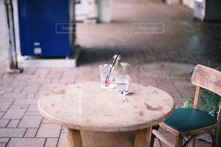 ダイニングルームのテーブルの写真・画像素材[3150889]
