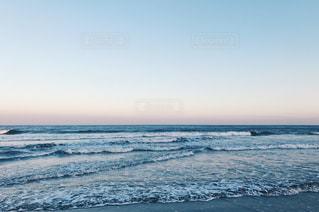 海の隣のビーチの写真・画像素材[3157242]