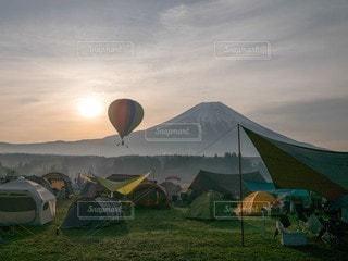 気球と富士山の写真・画像素材[3233155]