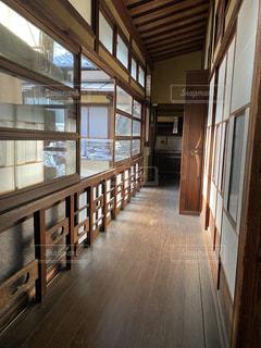 木製の床のある部屋の写真・画像素材[3153611]