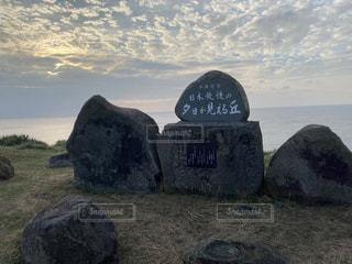 夕日が見える丘の写真・画像素材[3155318]