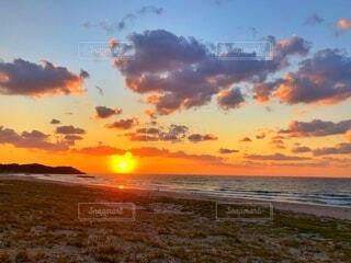 夕焼けと海の写真・画像素材[3725931]