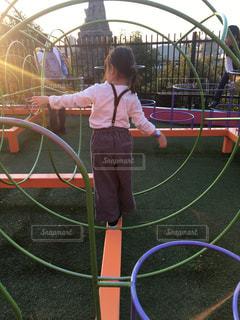 遊具で遊ぶ女の子の写真・画像素材[3154400]