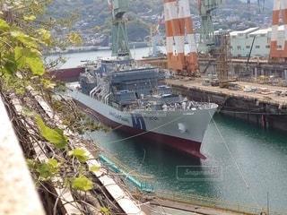 水の中の大きな船の写真・画像素材[3156847]