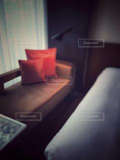 ベッドルーム(ベッドルーム、ベッド、デスク付)が1室あります。の写真・画像素材[3161400]