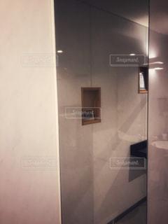大きな鏡の写真・画像素材[3181437]
