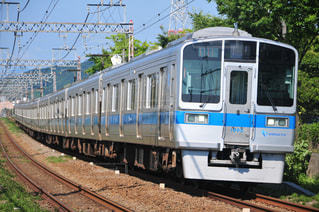 鋼線上の大きな長い列車の写真・画像素材[3161806]