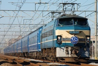 鉄の線路上の列車の写真・画像素材[3161808]