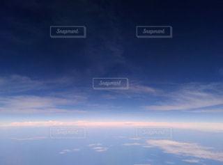 飛行機からの眺め、空と海の間、雲と雲との間。の写真・画像素材[3280878]