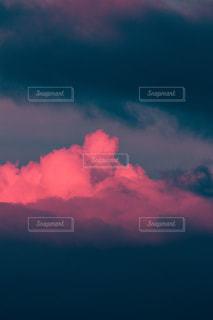 暗い曇り空の雲の写真・画像素材[3250428]
