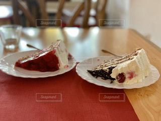 皿の上のケーキの写真・画像素材[3169769]