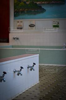 銭湯の洗い場の写真・画像素材[3683080]